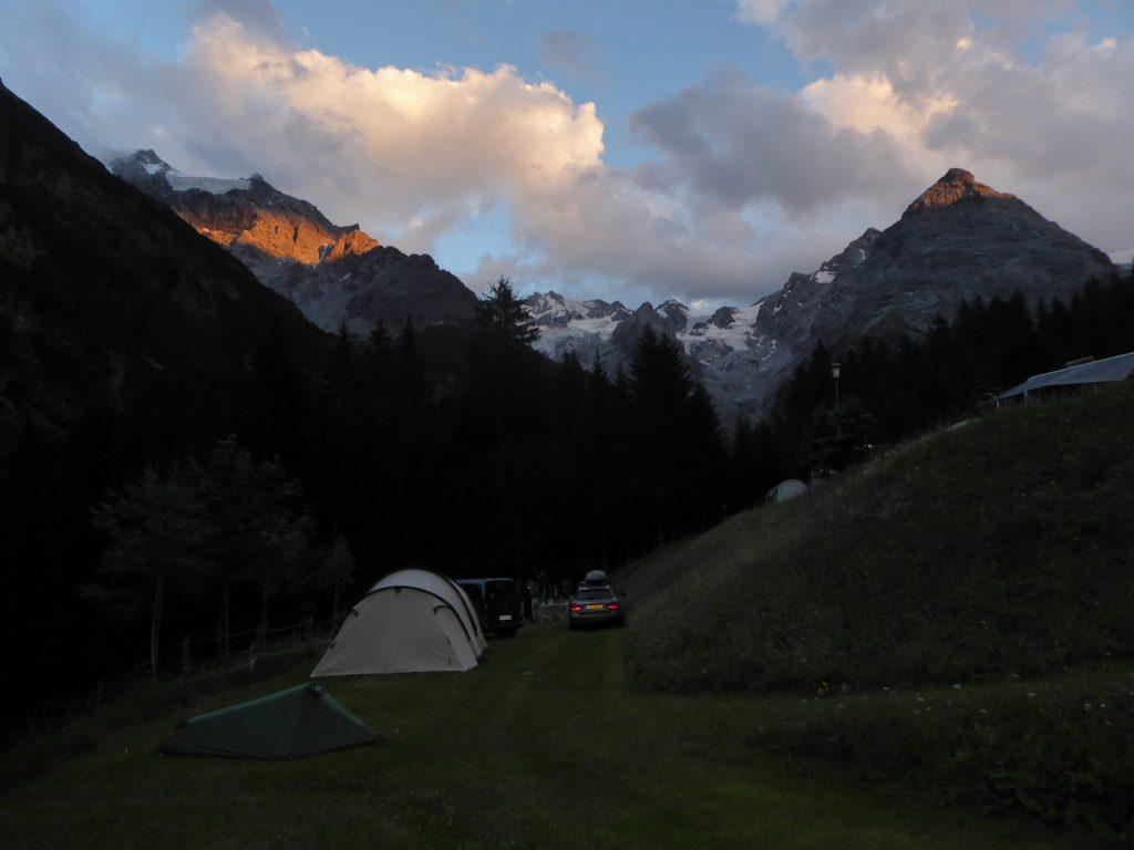 Zelten unterhalb der Passhöhe des Stilfserjochs