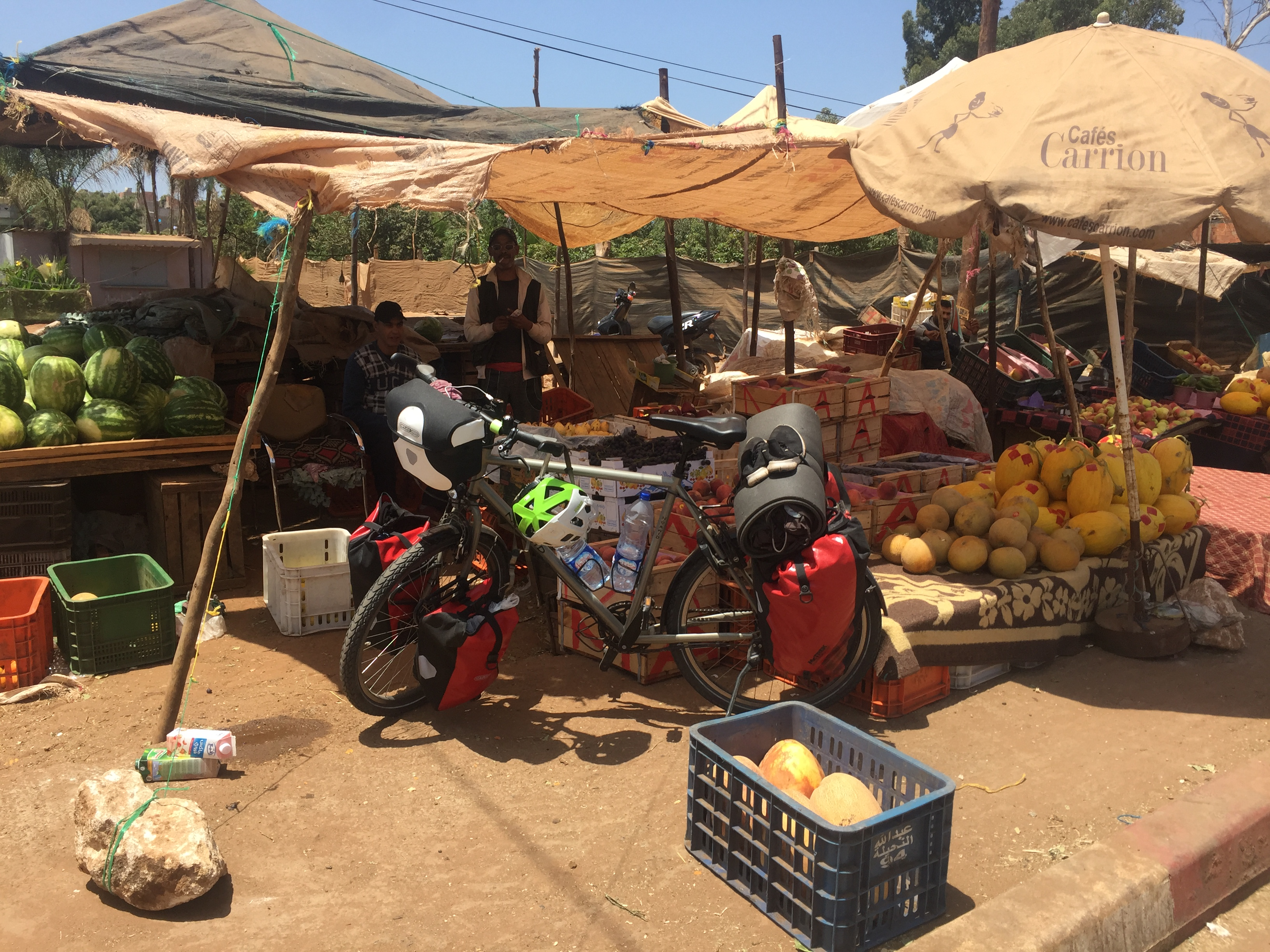 Mittendrin in einem marokkanischen Marktgewirr