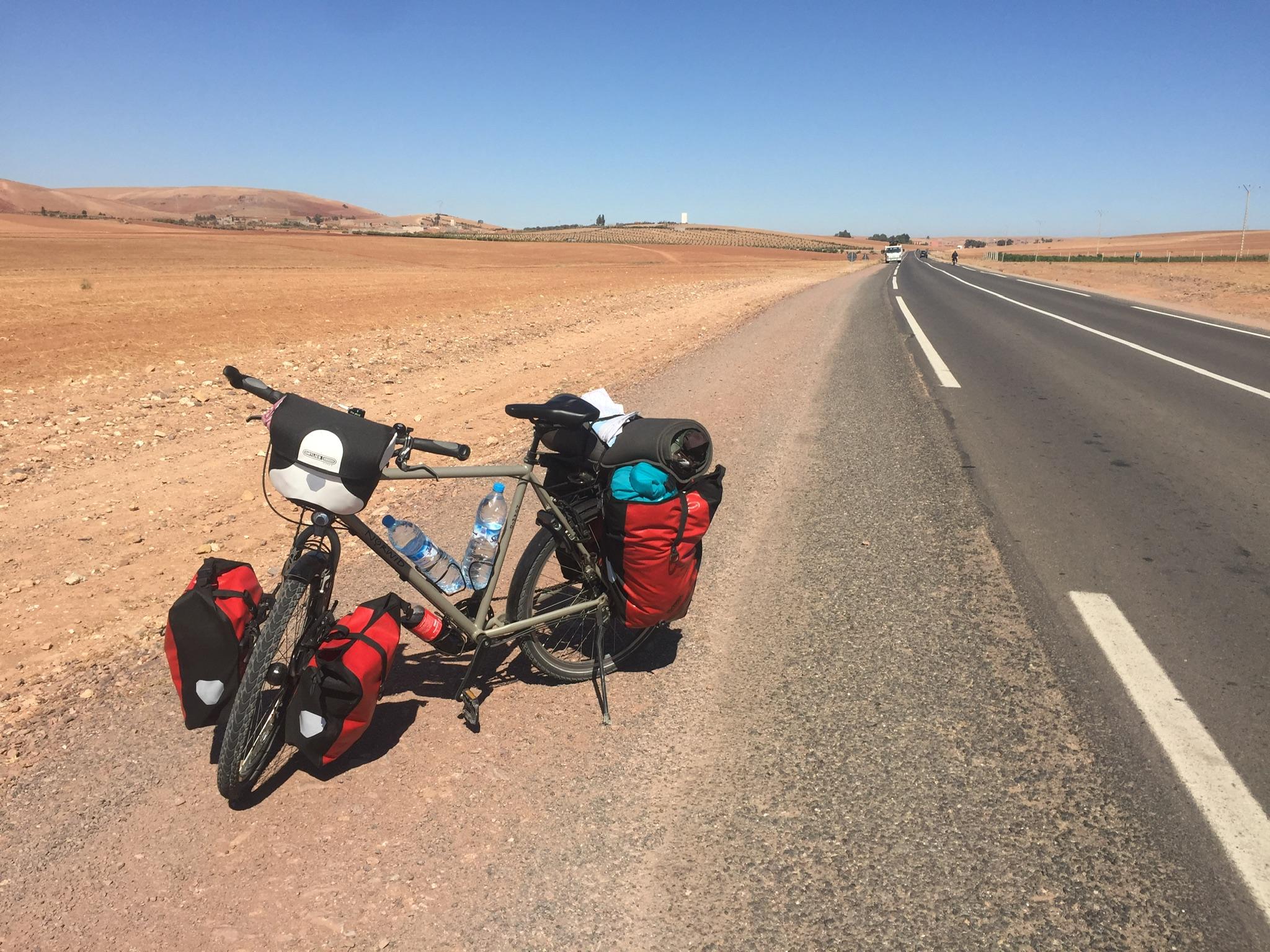Wüstenstraße auf dem Weg nach Marrakesch